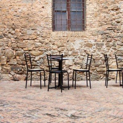 Fotomural Café al aire libre antiguo en una calle tradicional toscana