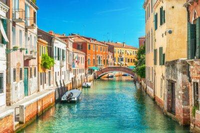 Fotomural Canal estrecho en Venecia, Italia.