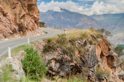 Fotomural Carretera de montaña entre Balsas y Leimebamba, Perú.