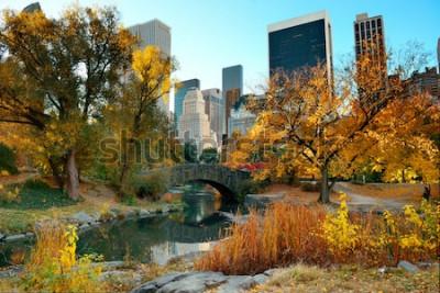 Fotomural Central Park Otoño y edificios en el centro de Manhattan, Nueva York