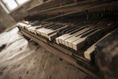 Fotomural Chernobyl - primer plano de un viejo piano