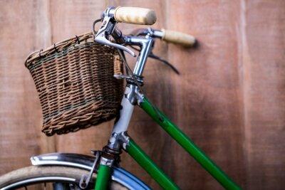 Fotomural Cierre de vista de una bicicleta verde viejo