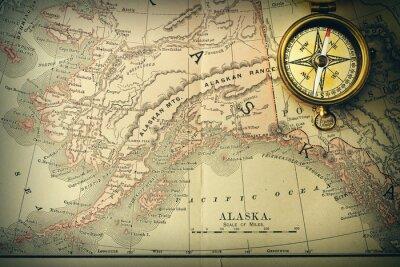 Fotomural Compás antiguo sobre viejo mapa del siglo XIX