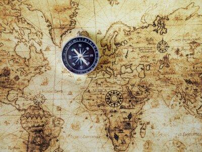 Fotomural Compás en el mapa de la vendimia. Estilo retro.