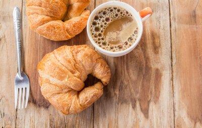 Fotomural Croissant y café para el desayuno en la mesa de madera vieja
