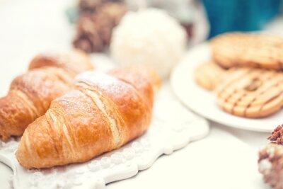 Fotomural Croissants frescos deliciosos y sabrosos como harina de desayuno
