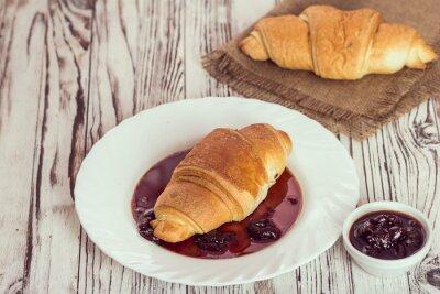 Fotomural Croissants tradicionales con mermelada para el desayuno