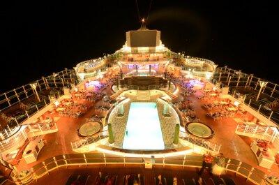Fotomural Cubierta superior del barco de cruceros en la noche