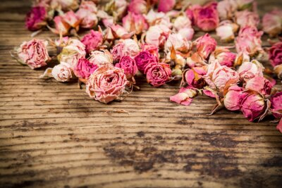 Fotomural Detalle de rosas secas sobre fondo de madera