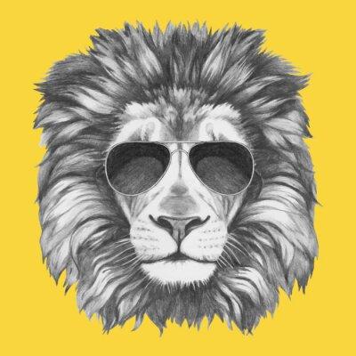 Fotomural Dibujado a mano retrato de León con gafas de sol. Vector aislados elementos.