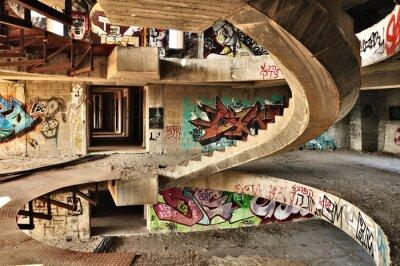 Fotomural Edificio abandonado cubierto con graffiti cerca de Jerusalén.