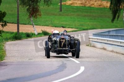 Fotomural Editorial 12 de septiembre de 2015: Francia: Festival XXXIIeme Enthousiastes Bugatti en Molsheim. Auto antiguo.