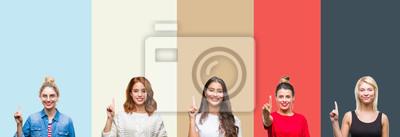 Fotomural El collage del grupo de mujer casual hermosa sobre colores del otoño del vintage aisló el fondo que mostraba y que señalaba con el dedo número uno mientras que sonreía confiado y feliz.