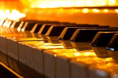 Fotomural El teclado del piano en la luz dorada