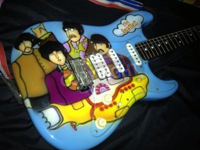 Fotomural El tema submarino amarillo de los Beatles con brocha de aire en una guitarra Stratocaster