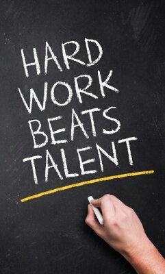 Fotomural El trabajo duro supera al talento