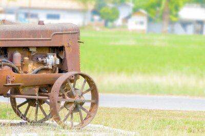Fotomural El tractor antiguo en el arrozal