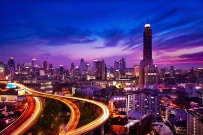 Fotomural El tráfico en la ciudad moderna en la noche, Bangkok, Tailandia