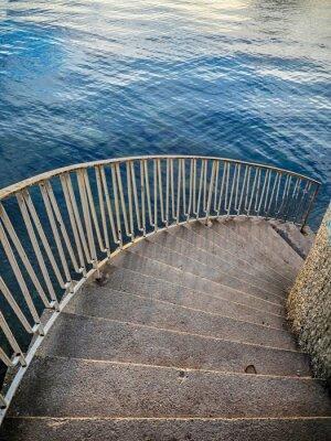 Fotomural Escaleras abajo a agua
