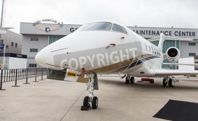 Fotomural ESTAMBUL, Turquía - 27 de septiembre 2014: Bombardier Challenger 300 en Estambul Airshow, que llevó a cabo en el aeropuerto de Ataturk