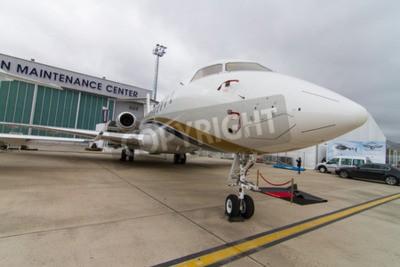 Fotomural ESTAMBUL, Turquía - 27 de septiembre 2014: Bombardier Global Express 5000 en Estambul Airshow, que llevó a cabo en el aeropuerto de Ataturk