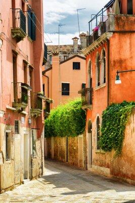 Fotomural Fachadas de casas antiguas en la calle Gradisca Cannaregio en Venecia