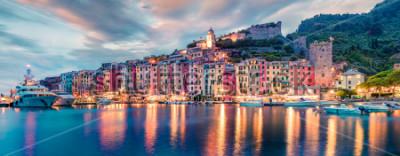 Fotomural Fantástico panorama cerca de la ciudad de Portovenere. Escena espléndida de la tarde del mar Mediterráneo, Liguria, provincia de La Spezia, Italia, Europa. Fondo de concepto de viaje.