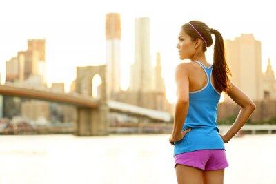 Fotomural Fitness mujer corredor relajarse después de ciudad en funcionamiento