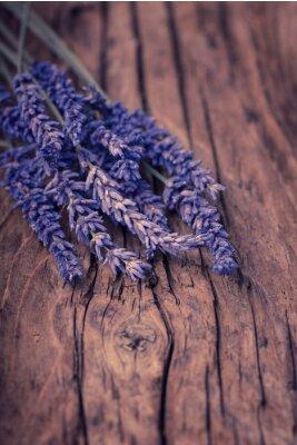 Fotomural Flor de lavanda sobre madera