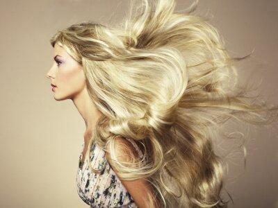 Fotomural Foto de mujer hermosa con el pelo magnífico