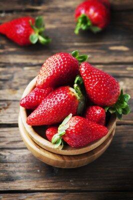Fotomural Fresa roja dulce en la mesa de madera