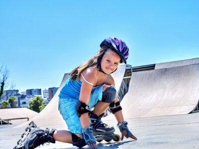 Fotomural Girl riding on roller skates in skatepark.