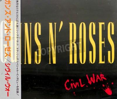 Fotomural GOMEL, BIELORRUSIA - 18 DE AGOSTO DE 2015: CD GUNS N ROSES Guerra Civil (1993), Guns N Roses es una banda estadounidense de hard rock de Los Ángeles formada en 1985.
