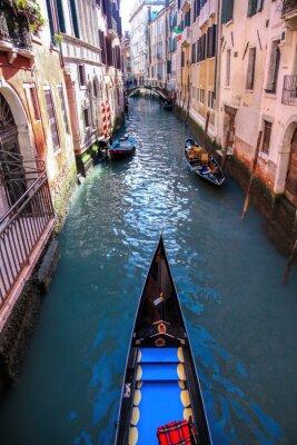 Fotomural Góndola en canal en Venecia, Italia