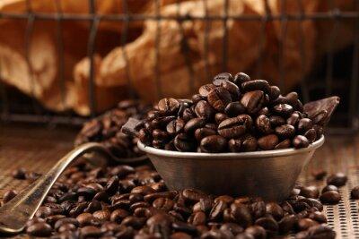 Fotomural Granos de café y chocolate oscuro en un tazón de estilo vintage
