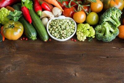 Fotomural Guisantes verdes sin cocer secos en un tazón con verduras