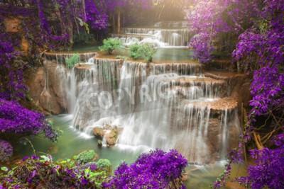 Fotomural Hermosa cascada en el bosque de otoño, cascada de bosques profundos, provincia de Kanchanaburi, Tailandia