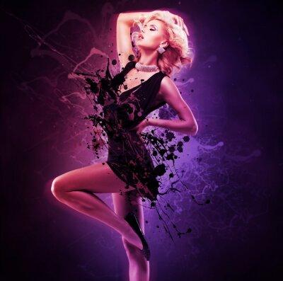 Fotomural Hermosa chica bailarina en vestido negro en pose creativa sobre el arte