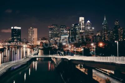 Fotomural Horizonte de Filadelfia en la noche con la arquitectura urbana.