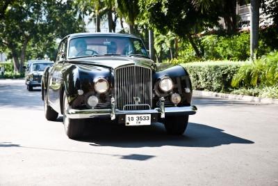 Fotomural HUA HIN - 18 de diciembre: Bentley Continental 1961 año. Retro coche en desfile del coche del vintage 2010 en el Sofitel Resort el 18 de diciembre de 2010 en Hua Hin, Tailandia.