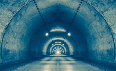 Fotomural Interior de un túnel urbano en la montaña sin tráfico ..