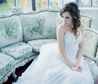 Fotomural Joven novia sensual después de la recepción de la boda