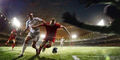 Fotomural Jugadores de fútbol en la acción en el estadio del atardecer panorama de fondo