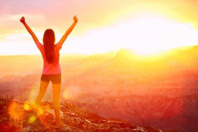 Fotomural La libertad y la aventura - mujer feliz, Grand Canyon