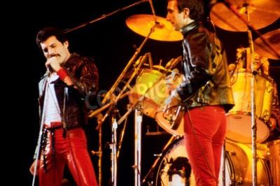 Fotomural LEIDEN, PAÍSES BAJOS - 27 DE NOVIEMBRE DE 1980: Reina durante un concierto en el Groenoordhallen en Leiden en los Países Bajos
