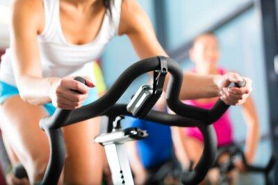 Fotomural Leute Spinning beim in einem Fitnessstudio