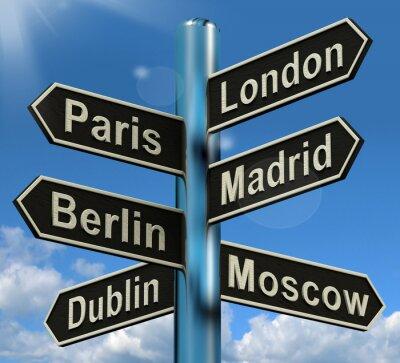 Fotomural Londres París Madrid Berlin Signpost Mostrando Viajes Europa Touris
