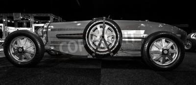 Fotomural Maastricht, Holanda - 08 de enero 2015: Carreras de coches Bugatti Type 54, 1931. Blanco y Negro. Exposición Internacional de Inter & TopMobiel 2015