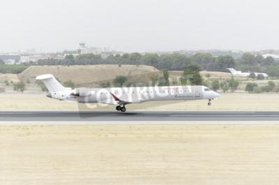 Fotomural MADRID, ESPAÑA - 08 de agosto 2015: Aviones Canadair CRJ-900 -Bombardier, de -Aire Nostrum- aerolínea, está aterrizando en Barajas -Adolfo Suárez aeropuerto, el 8 de agosto 2015a