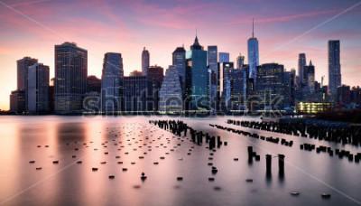 Fotomural Manhattan skyilne, New York City at sunset.